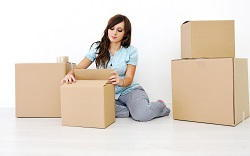 hire movers in E14